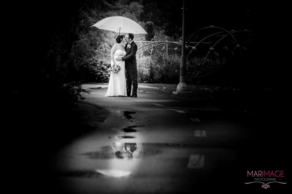 mariage pluie parapluie marimage photographie