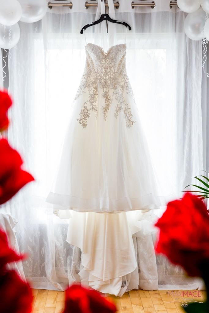 Photographe Mariage Beloeil robe mariée et fleur rose